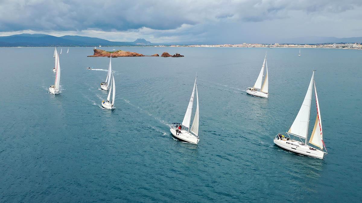 AzurBoats Concessionnaire exclusif Dufour, MMW, Rhéa, RM Yachts, Salpa Var Méditerranée